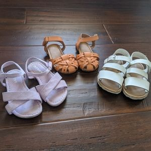 3 pairs of toddler size 6 sandals